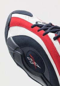 Reebok Classic - SHAQNOSIS - Sneakersy wysokie - vector navy/white/vector red - 5
