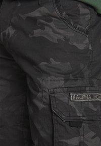 Alpha Industries - JET CAMO - Shorts - black - 4