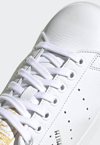 adidas Originals - STAN SMITH  - Sneakersy niskie - ftwwht/silvmt/coryel - 6