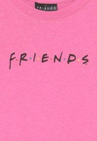 Cotton On - WARNER BROS FRIENDS GIRLS  - Print T-shirt - pink - 2