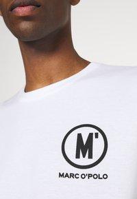Marc O'Polo - ARTWOR - Print T-shirt - white - 5