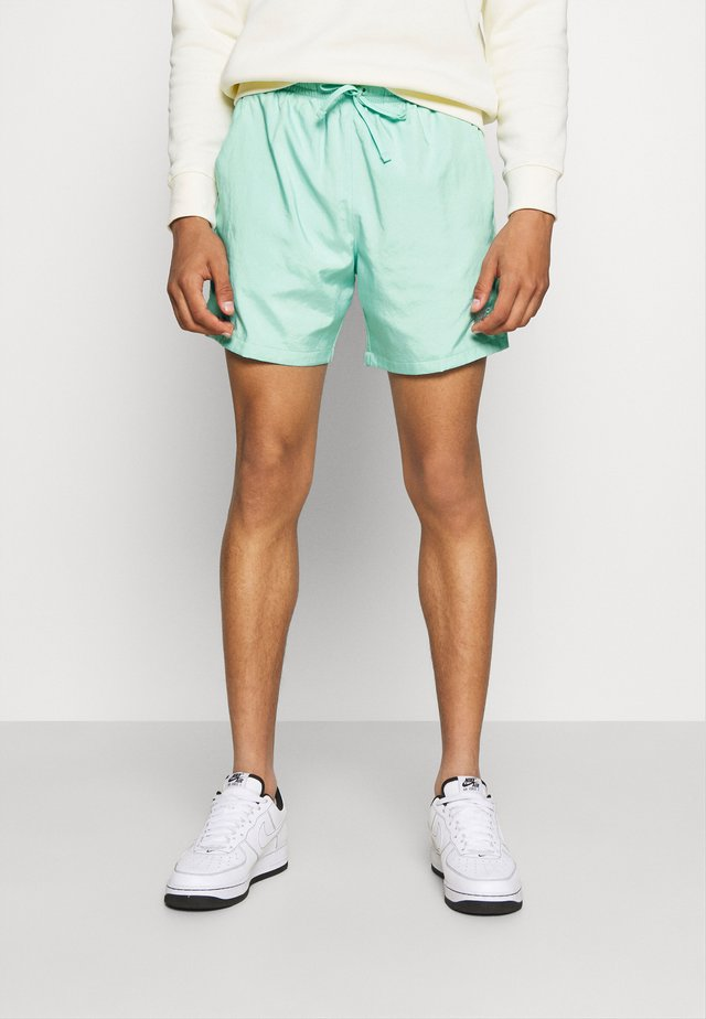 FLOW - Short - bright spruce/washed coral