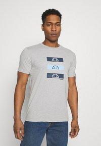 Ellesse - JACE - T-shirt z nadrukiem - grey - 0