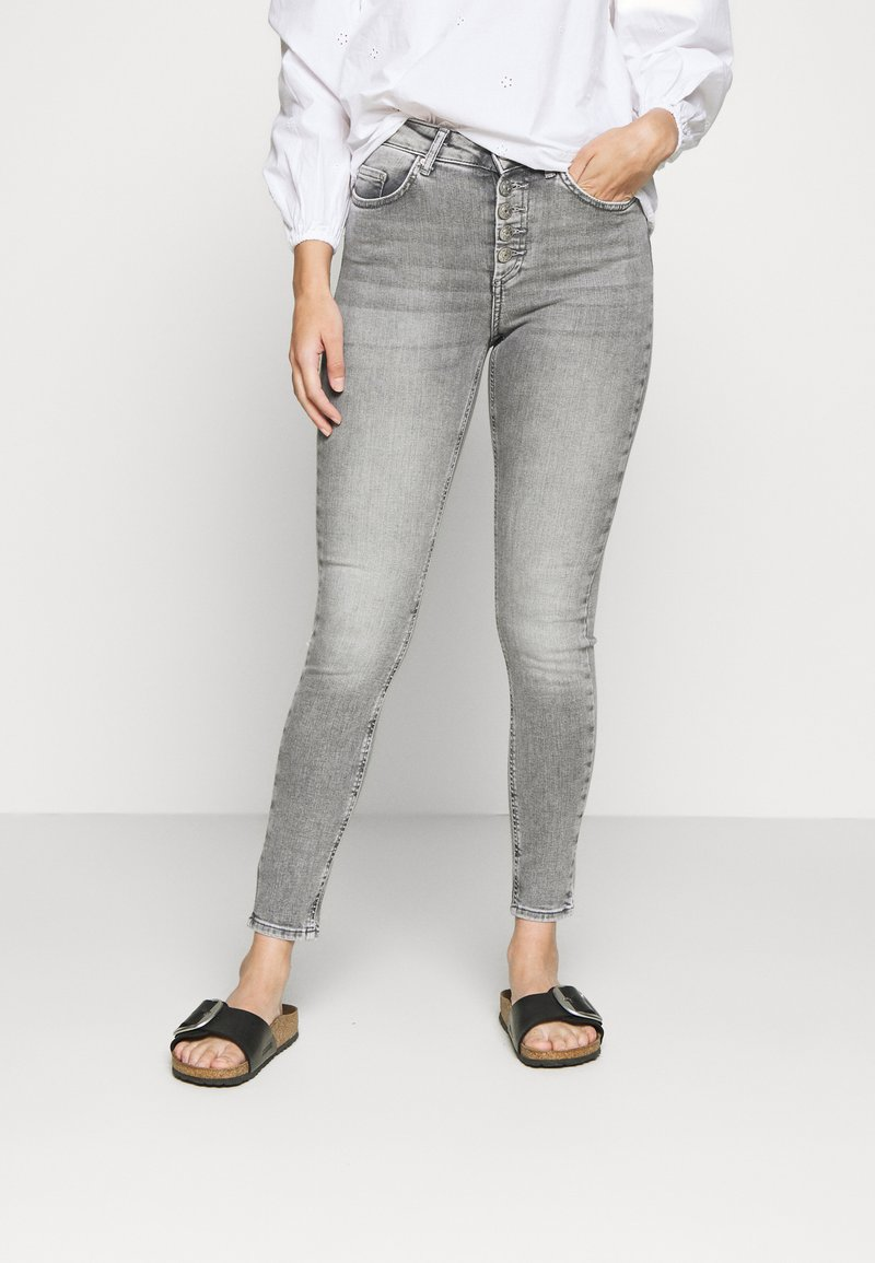 ONLY Petite - ONLBLUSH  - Jeans Skinny Fit - medium grey denim