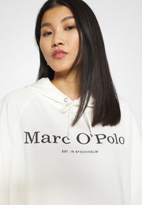 Marc O'Polo - RAGLAN SLEEVE HOODED - Hoodie - off white - 4
