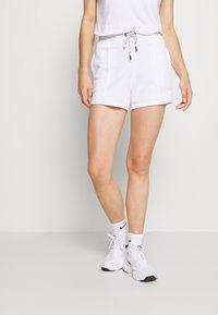 DKNY - MINI LOGO SHORT - Sports shorts - white - 0