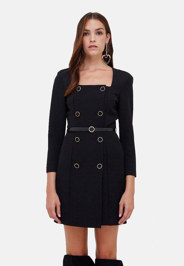 CON BOTTONI E CINTURA - Shift dress - nero