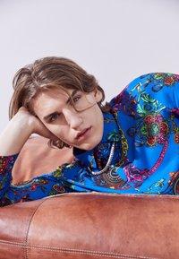 Versace Jeans Couture - PRINT REGALIA BAROQUE - Shirt - midnight - 3