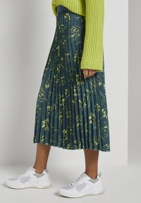 mine to five TOM TAILOR - Pleated skirt - deep green leaves design - 5
