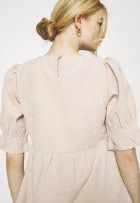 Missguided - OVERSIZED SMOCK DRESS FRILL SLEEVE - Vestido informal - stone - 5