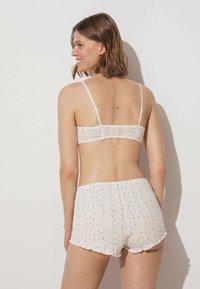 OYSHO - Shorts - off white - 1