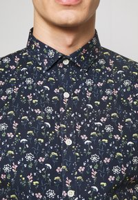Lindbergh - FLORAL STRETCH SHIRT - Skjorta - dark blue - 5