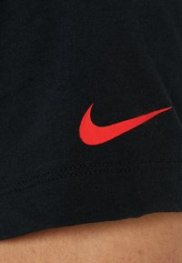 Nike Performance - PARIS ST. GERMAIN TEE TRAVEL CREST - Camiseta estampada - black - 6