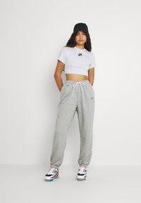 Nike Sportswear - Verryttelyhousut - grey heather - 1