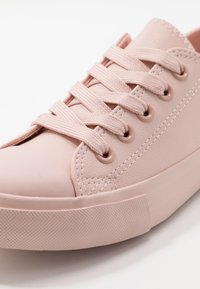 Cotton On - CLASSIC TRAINER LACE UP - Tenisky - peach whip - 2