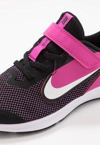 Nike Performance - DOWNSHIFTER 9  - Laufschuh Neutral - black/white/active fuchsia - 2