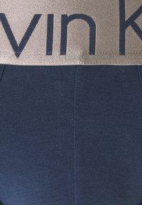 Calvin Klein Underwear - STEEL HIP BRIEF 3 PACK - Underbukse - blue - 6