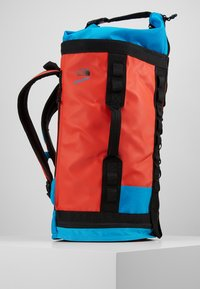 The North Face - EXPLORE HAULABACK S - Rucksack - fiery red extreme combo - 4