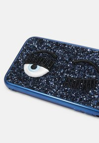 CHIARA FERRAGNI - GLITTER FLIRTING CASE IPHONE 11 - Phone case - navy - 3