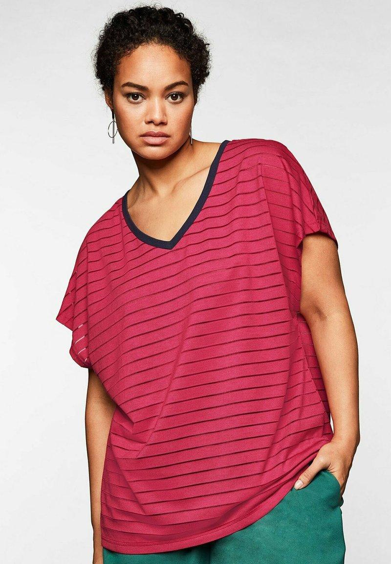 Sheego - Print T-shirt - dunkelpink