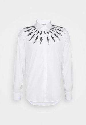 FAIR ISLE THUNDERBOLT - Vapaa-ajan kauluspaita - white/black