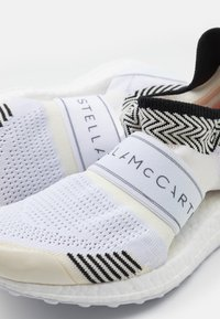 adidas by Stella McCartney - ULTRABOOST X 3.D. S. - Neutral running shoes - core white - 5