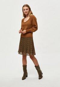 Minus - RIKKA - A-line skirt - dark olive dot print - 1