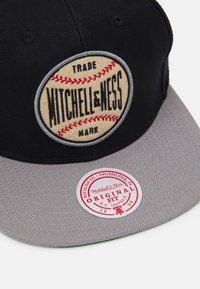Mitchell & Ness - BRANDED BASEBALL PATCH SNAPBACK - Cap - black/grey - 4