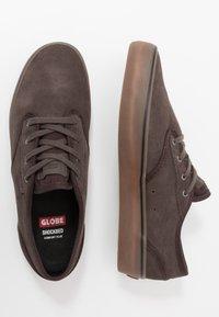 Globe - MOTLEY - Sneakersy niskie - mulch - 1