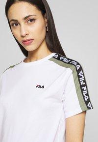 Fila Tall - TANDY TEE - Print T-shirt - bright white/sea spray - 4
