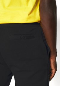 Ellesse - NIORO - Pantalon de survêtement - black - 3