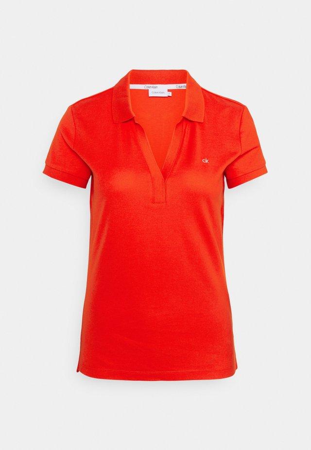 ESSENTIAL - Polo shirt - fiesta