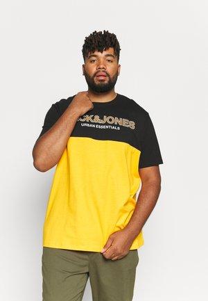 JJEURBAN BLOCKING TEE O NECK - T-shirt med print - golden orange/white