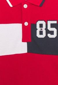 Tommy Hilfiger - BABY COLORBLOCK UNISEX - Polo shirt - deep crimson - 2
