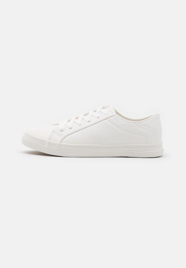 MOUGLI - Sneakers laag - white