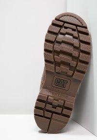 Cat Footwear - COLORADO - Šněrovací kotníkové boty - golden - 7