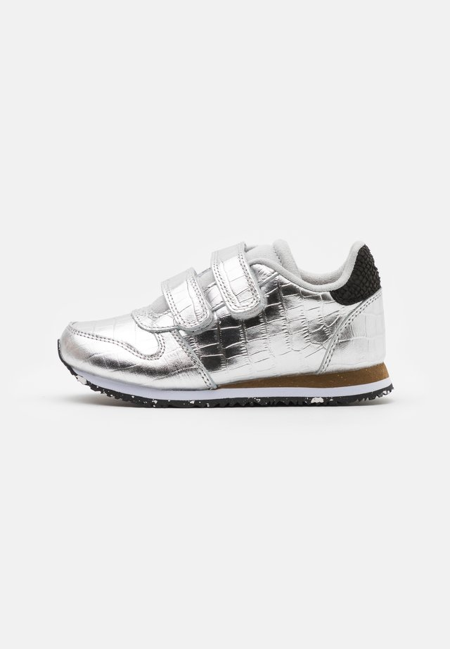 SANDRA SHINY - Sneakers laag - silver