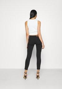 ONLY - ONLMISSOURI LIFE CARGO - Jeans Skinny Fit - black denim - 2
