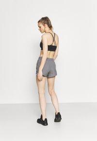 Nike Performance - 10K SHORT - Pantalón corto de deporte - gunsmoke/wolf grey - 2