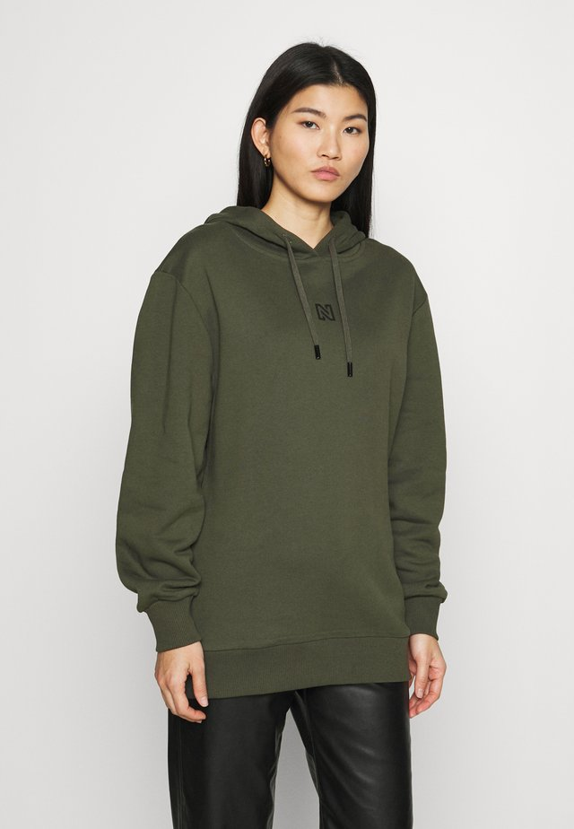 ROUND BACK LOGO HOODIE - Mikina s kapucí - night forest