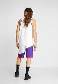Nike Performance - DRY SHORT THROWBACK - Krótkie spodenki sportowe - white/court purple/university red - 2