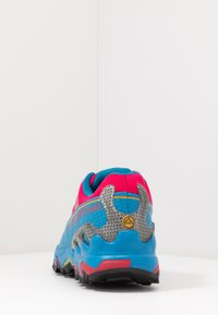 La Sportiva - ULTRA RAPTOR WOMAN GTX - Trail running shoes - neptune/orchid - 3