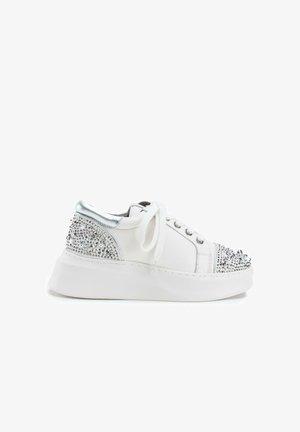 ALNUS - Sneakers laag - white