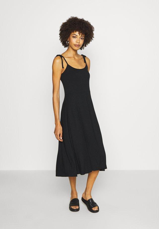 CAMI DRESS - Robe en jersey - true black