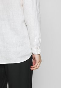 Gerry Weber Casual - 1/1 ARM - Button-down blouse - off-white - 5