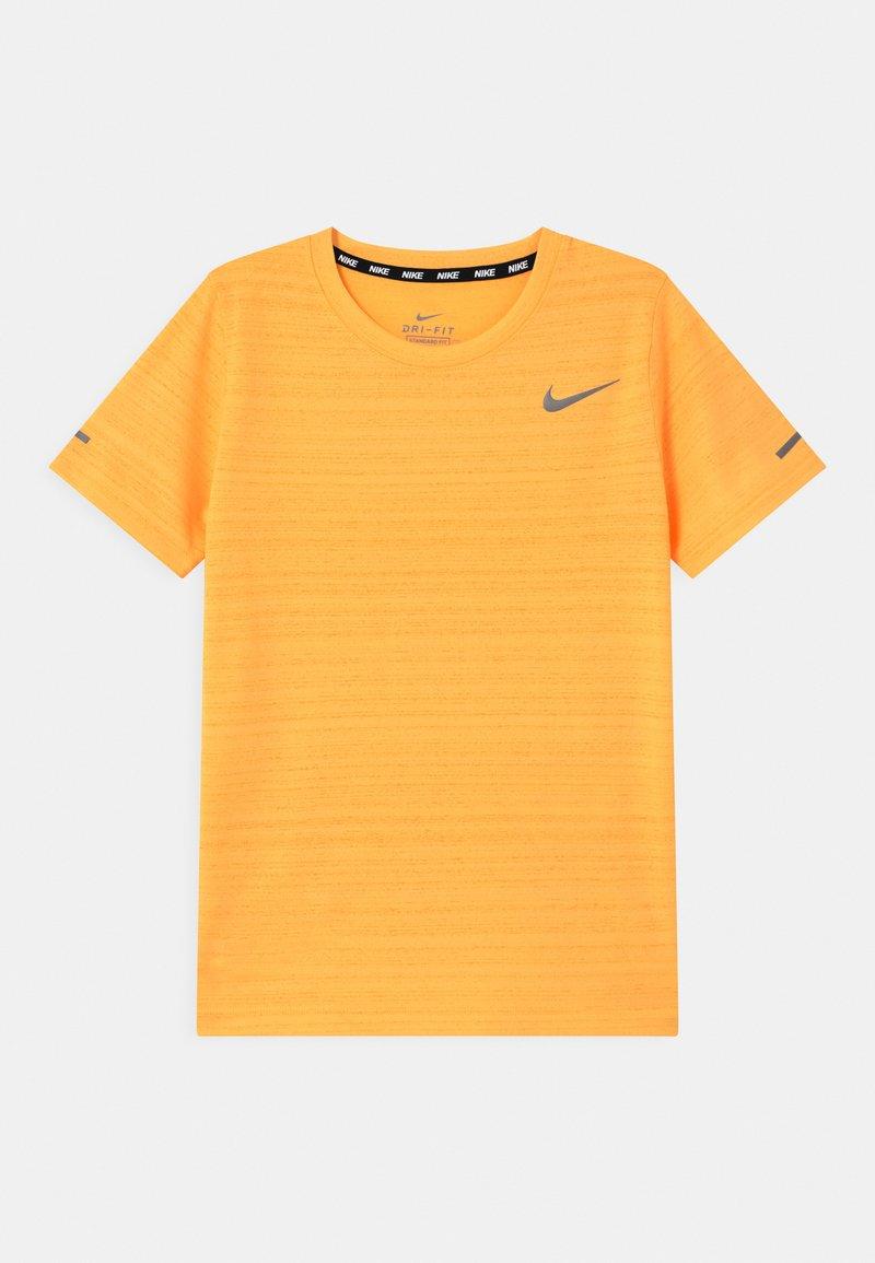 Nike Performance - MILER - Basic T-shirt - citron pulse