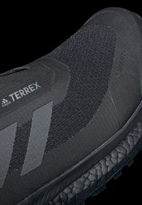 adidas Performance - TERREX BOOST COLD.RDY PRIMEKNIT HIKING SHOES - Chaussures de marche - schwarz / orange - 11