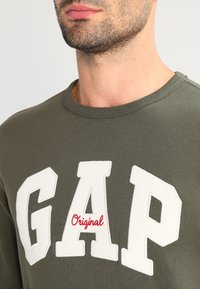 GAP - ORIGINAL ARCH CREW - Sweatshirt - black moss - 3