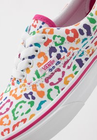 Vans - ERA ELASTIC LACE - Trainers - fuchsia purple/true white - 2