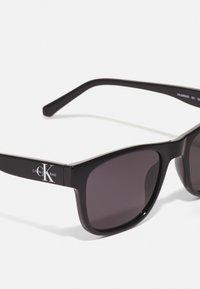 Calvin Klein Jeans - UNISEX - Sunglasses - black - 3